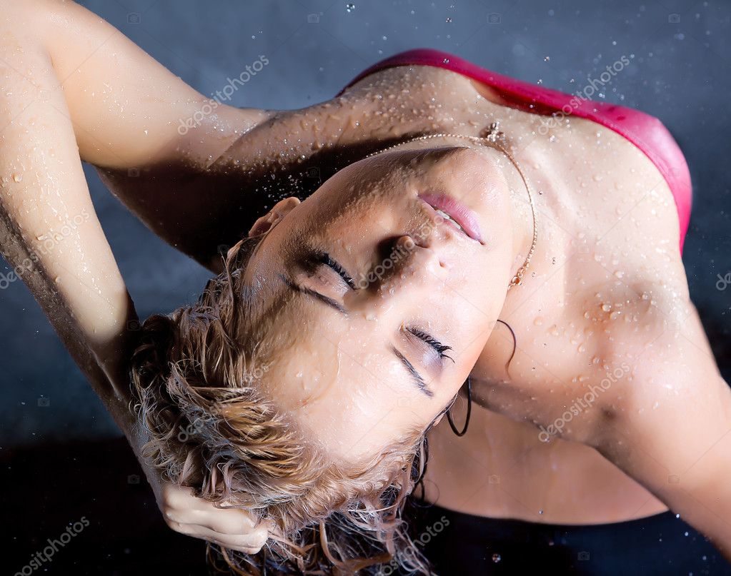 Young expressive blonde woman enjoy in water splashes and droplets — Stock Photo #6706568