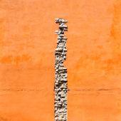 Crack of bricks in orange wall — Stock Photo