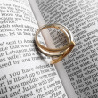 Ring on the Bible — Foto de Stock