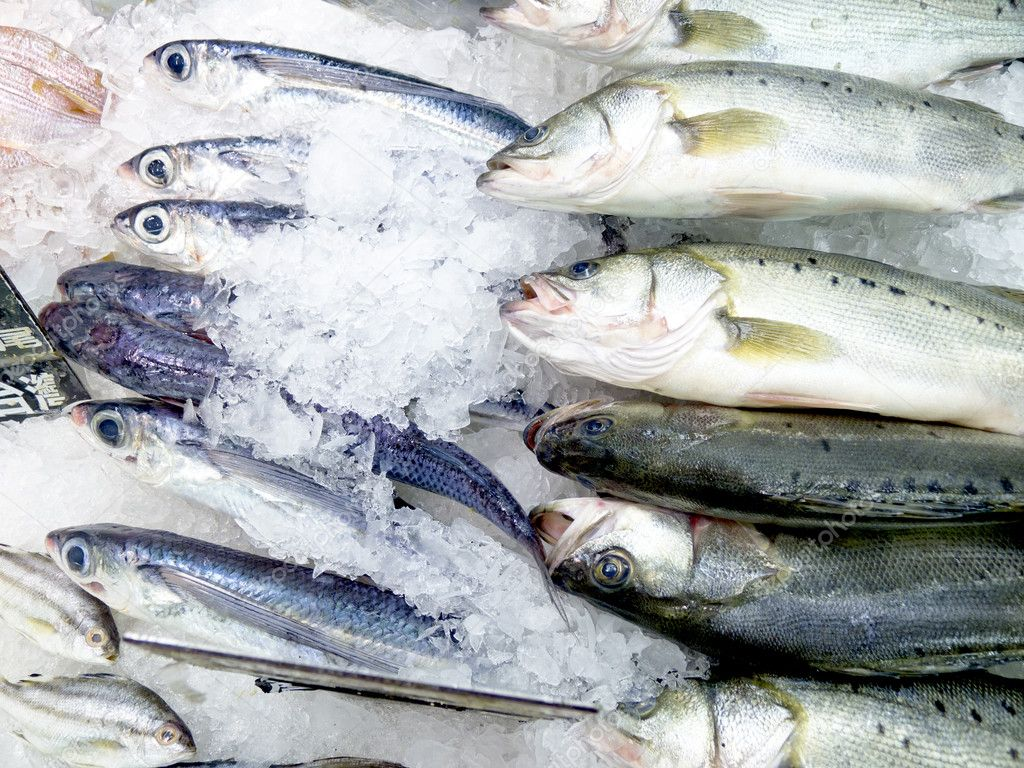 Fresh fish on ice decorated for sale at market stock for Stock fish for sale