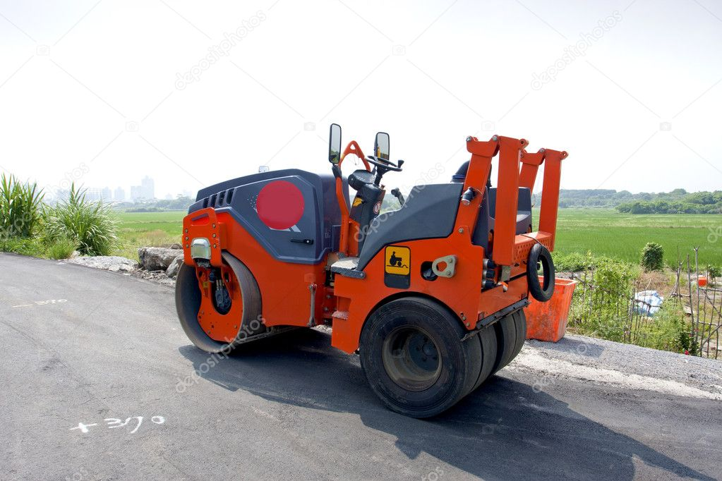 A road roller parking on a countryroad on a sunny day — Stock Photo #6653651