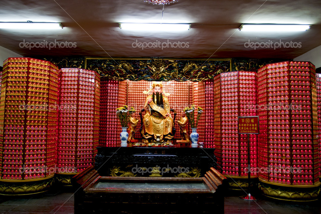 A statue of a chinese god in a temple in taipei — Stock Photo #6653954