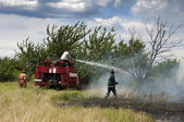 Firefighters extinguish a fire — Stock Photo
