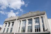 A fachada de um edifício de estilo art deco — Foto Stock