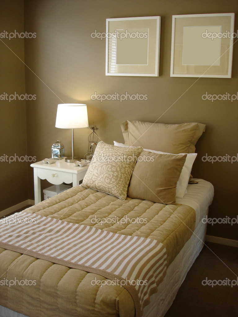 King size single bed in modern home         — Stock Photo #6156471