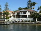 Luxury waterfront residence with private mooring — Stock Photo