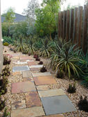 Landscaped Garden Path — ストック写真
