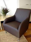 шоколадный коричневый кресло — Стоковое фото