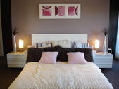 Pink white purple stylish bedroom — Stock Photo
