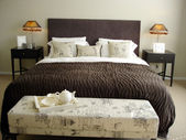 Breakfast in bed - master suite in cream and chocolate — Стоковое фото