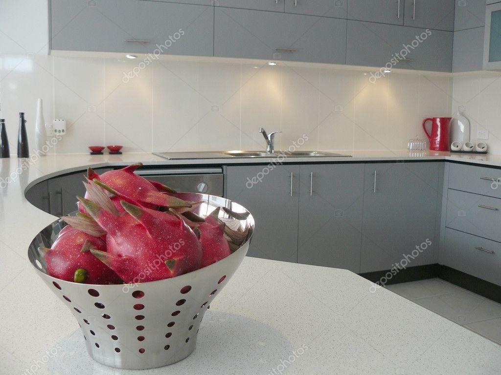 Moderne keuken grijs en wit — stockfoto © scarfe #6502147