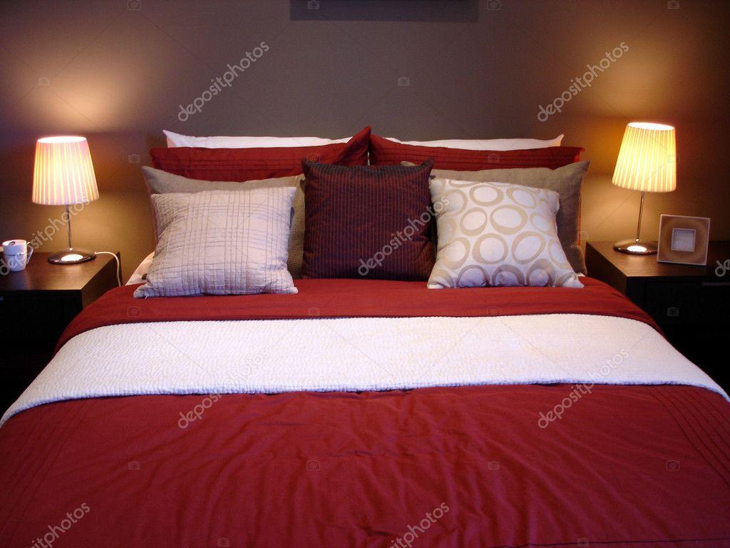 Chambre à coucher principale sensuelle rouge — Photographie scarfe ...