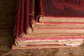 старые красные книги — Стоковое фото