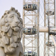 London eye with bridge lion — Stock Photo