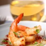 Sauted shrimp and scallops with a bacon vinaigraitte — Stock Photo