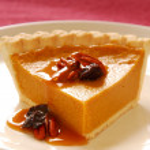 Pumpkin pie with pecans — Stock Photo