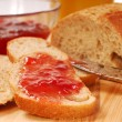 Whole wheat bread with strawberry jam — Stock Photo