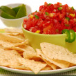 Tortilla chips with salsa and lime - 图库照片