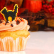 Halloween cupcake with fall foliage — Stock Photo
