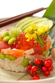 Asian appetizer of rice and tuna with vegetables — Stock Photo