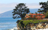 Luxury home along the California coast — Stock Photo