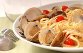 Linguine with clam sauce — Stock Photo