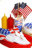 Table setting for a 4th of July picnic — 图库照片