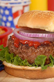 Hamburger in a 4th of July setting — Stock Photo