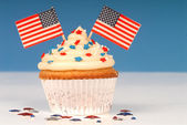 Vanilla cupcake with 4th of July theme — Стоковое фото