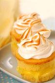 Lemon curd cupcakes — Stock Photo