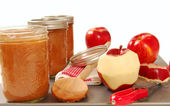 Freshly preserved apple sauce — Stock Photo