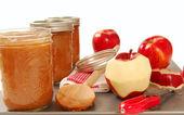Freshly preserved apple sauce — Stock Photo