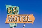 La route 66 motel segno da un motel abbandonato — Foto Stock
