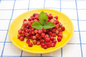 Strawberries on a yellow saucer — Stok fotoğraf