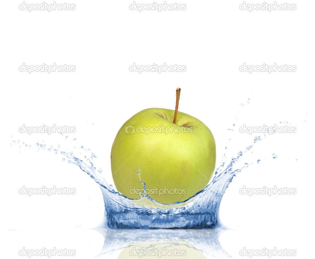 Fresh green apple dropped into water, isolated on white background  — Stock Photo #6146469