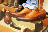 Sapatos na loja de janela — Fotografia Stock