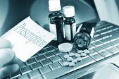 Buying medicine on-line — Stock Photo