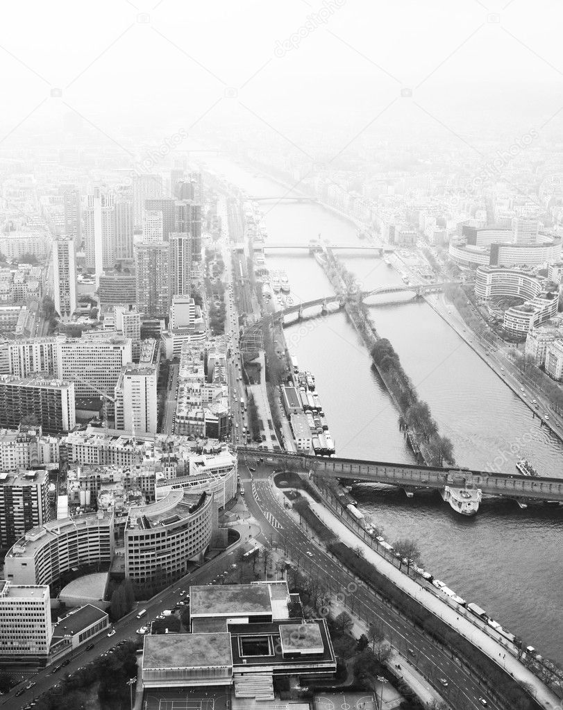 Monochrome view of bridges across Seine in Paris during a foggy day — Stock Photo #6639701