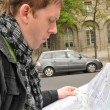 Tourist with auto map — Stock Photo