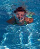Girl swimming underwater — Stock Photo