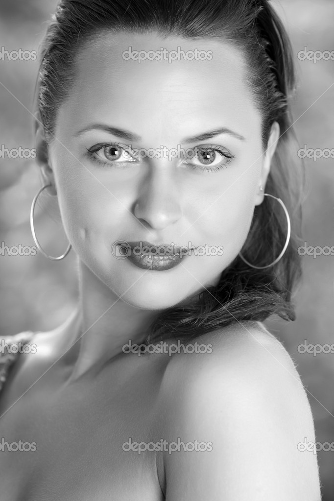 Close up portrait of sexy caucasian young woman with beautiful blue eyes. black and white — Stock Photo #6111566