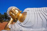 Statue of Buddha lying down — Stock Photo