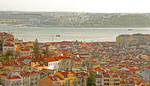 Split of Lisboa and Almada urban zone view by Tagus river — Stock Photo