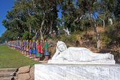 Buda y dos filas de guerreros de terracota — Foto de Stock