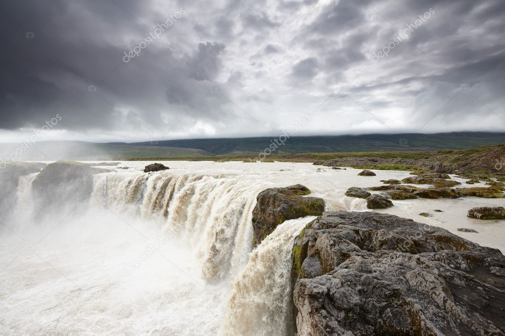 Amazing powerful Godafoss Falls, one of the most popular landmarks in Iceland. — Stock Photo #6510880