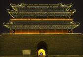 Qianmen bramy zhengyang mężczyzn tiananmen plac pekin chiny noc — Zdjęcie stockowe