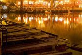 Barcos de madera houhai lago pekín en la noche — Foto de Stock