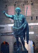 Caesar Augustus Statue in Front of Trajan's Ancient Market Rome — Stock Photo