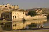 Amber Fort With Indian Women with Saris — Stock Photo