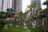 Water tuin hoge stijging gebouwen wong tai sin Taoïstische tempel kowl — Stockfoto